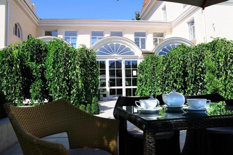 окна от Трайпл Дизайн в Palace Del Mar в Одессе